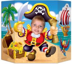 Lustiger Foto Pappaufsteller Pirat mit Schatz bunt