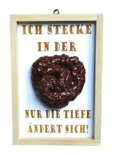 Kothaufen im Holzrahmen Scherzartikel braun-weiss 18 x 26 cm