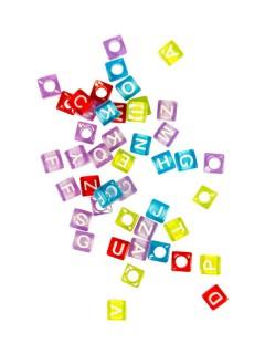 Loom Beads Dekoperlen mit Buchstaben 50 Stück bunt 0,5cm