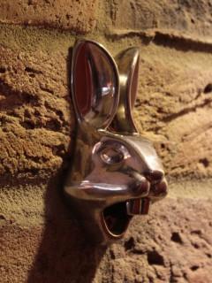 Hasen-Flaschenöffner Scherzartikel silber 15x4,5x8cm
