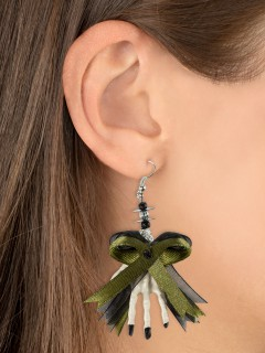 Halloween-Ohrringe mit Schleife Skull und Skeletthänden weiss-grün 6,5x5x1cm