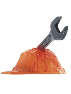 Helm mit blutiger Axt für Halloween
