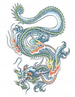 Drachen-Tattoo mit Flammen bunt