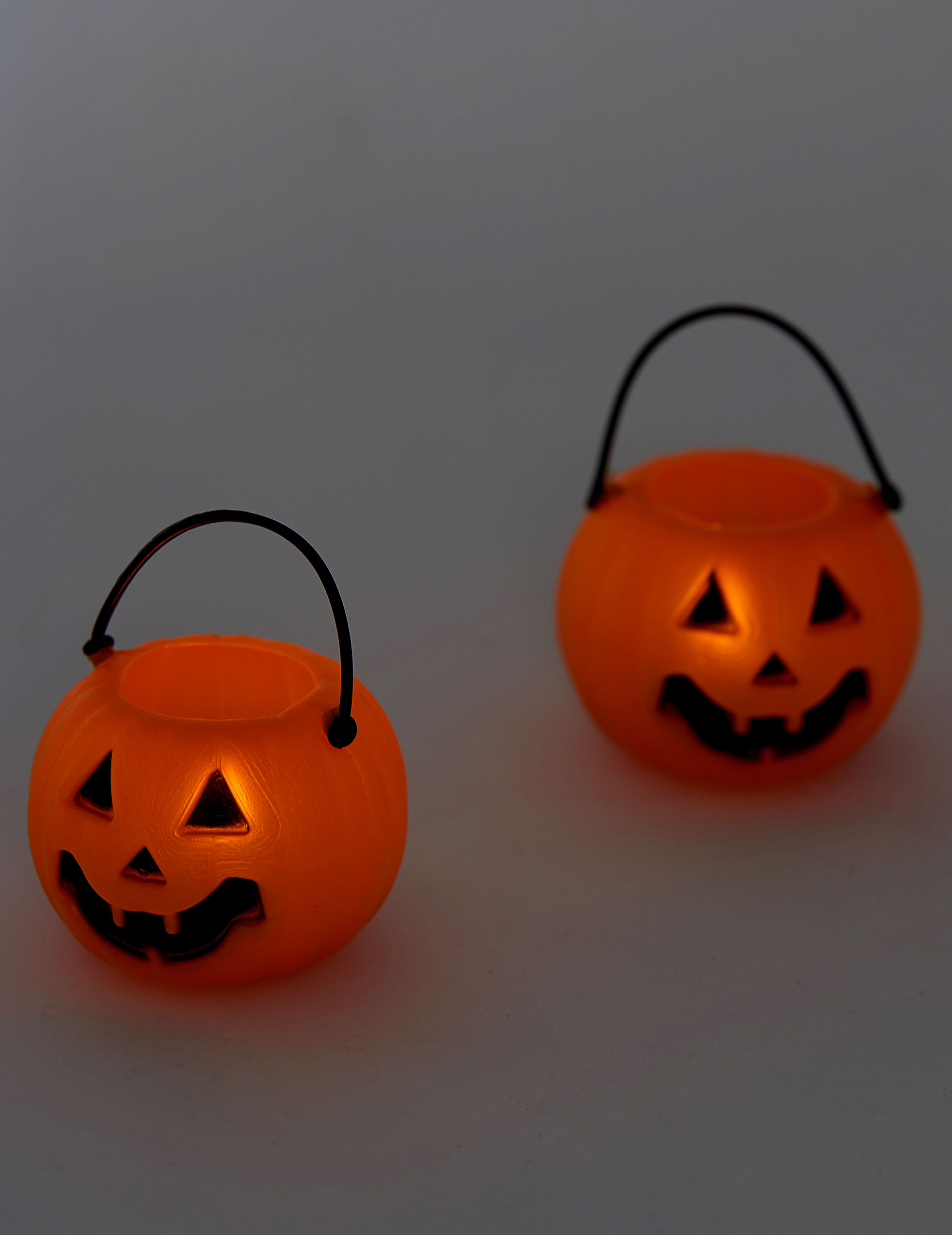 leuchten halloween deko 2 st ck orange schwarz 2x3 5cm. Black Bedroom Furniture Sets. Home Design Ideas