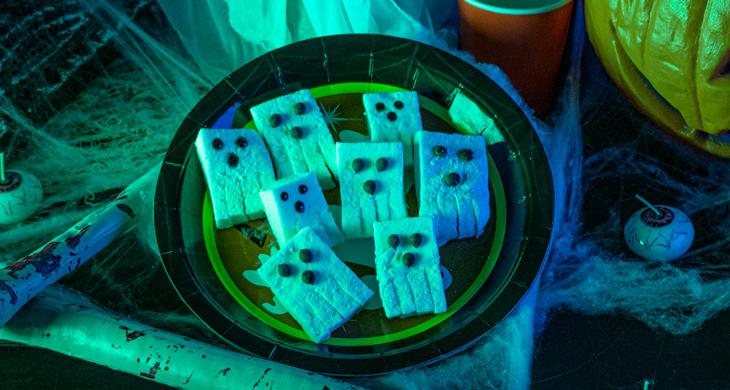 Marshmallow-Geister: Halloween-Essen für Kinder