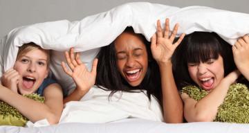 Erwachsen oder Kind: Wie organisiere ich eine Pyjamaparty für jedes Alter?